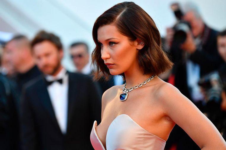 Bella Hadid op de rode loper in Cannes. Beeld anp