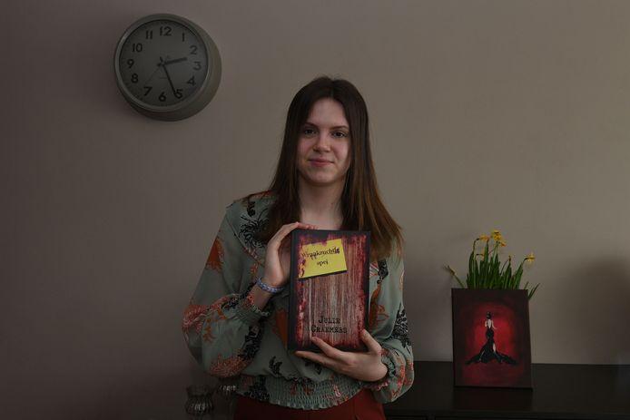 Julie Craemers heeft een eerste boek geschreven.