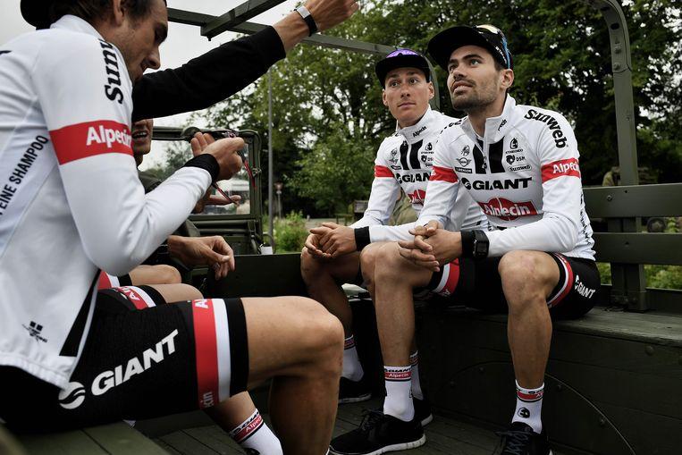 Tom Dumoulin met zijn teamgenoten van Giant-Alpecin. Beeld null