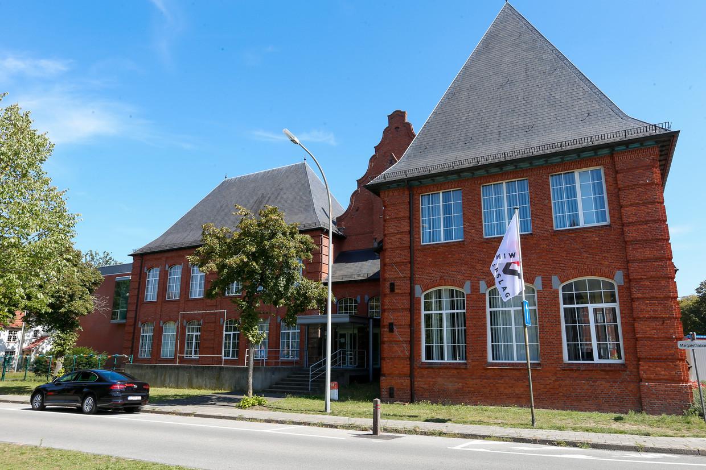 Het Genkse Selam College is gehuisvest in de oude Syntra-gebouwen. Of de school maandag start, is onduidelijk. Beeld BELGA
