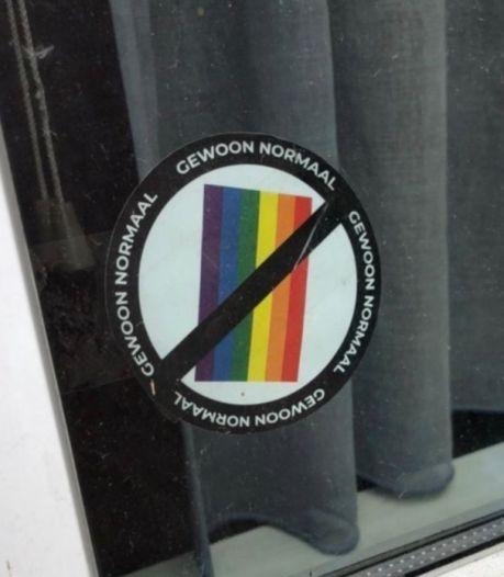 Des autocollants anti-LGBT aperçus à différents endroits d'Anvers