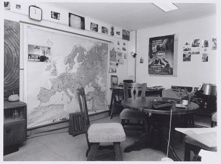 Zeeburgerkade 830. Het interieur van de woning van ex-provo Robert Jasper Grootveld - de werkkamer, 24 oktober 1997. Foto Freerk de Vos Beeld