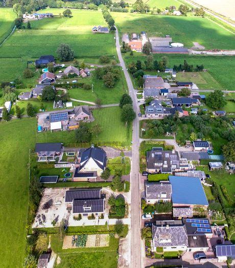 Gert & Bert willen (op gepaste afstand) goede buren zijn in Herxen, maar gemeenteregels zitten hen dwars