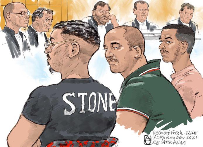 Ali G. (midden), hoofdverdachte in de afpersingszaak rond de fruithandel De Groot, met links van hem halfbroer Yassine A. Rechts: medeverdachte Mohammed El K.
