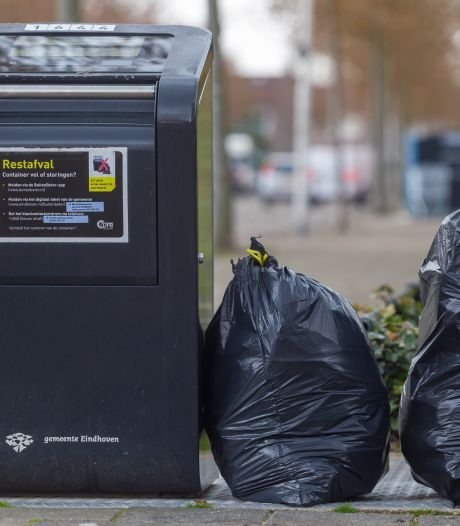 Eindhoven keert vuilniszakken om op zoek naar afvaldumpers, rekening gaat naar de daders