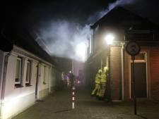 Straten vol rook door brandstichting in woning 's-Heerenberg: verdachten verzetten zich bij aanhouding