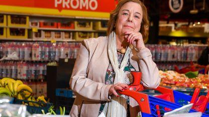 """Sonia (72) getuigt waarom je in groente-rayon beter niet valt over een radijs: """"Sleep je eerst naar andere afdeling. Roep dan pas om hulp"""""""