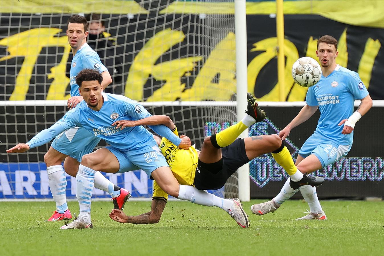 Nick Viergever, Armando Obispo en Olivier Boscagli in het duel met VVV eerder dit seizoen.