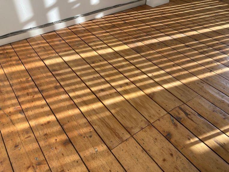 De vloer van het kantoor van Xander Karskens, de directeur van De Ateliers. Beeld