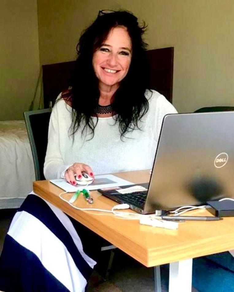 Sabine De Vos in haar hotelkamer. Beeld Sabine De Vos