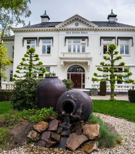 Een oud gebouw met een nieuwe bestemming: bij Het Witte Huis in Borne gaat de hoed of pet niet meer af