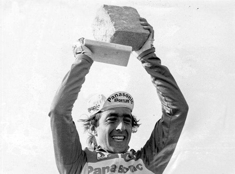 Eddy Planckaert als winnaar van Parijs-Roubaix. Beeld Photo News