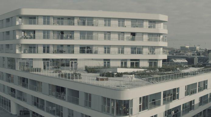 Het dakterras van Residentie Budalys, op de hoek van de Budastraat en Dam, nabij de Budabrug.