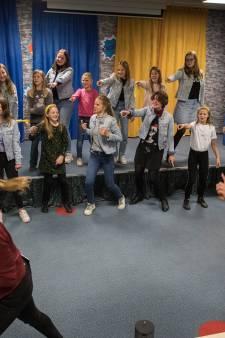 Dirigente van koor Tzjill uit Geldermalsen: 'Geweldig hoe alle stemmen op één plek klinken'