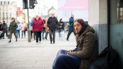 """George is 25 en ... dakloos: """"Ze hadden me een goedbetaalde job beloofd, maar nu leef ik op straat"""""""