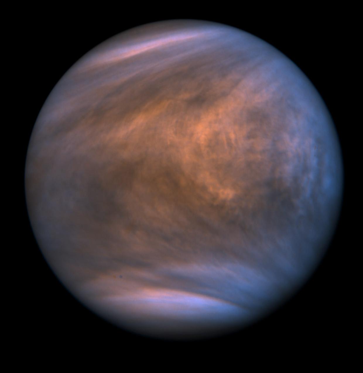 Ook over planeet Venus (hier gefotografeerd in ultraviolet licht) dwarrelen waarschijnlijk stofdeeltjes – al is het er nog altijd te heet voor vloeibaar water.
