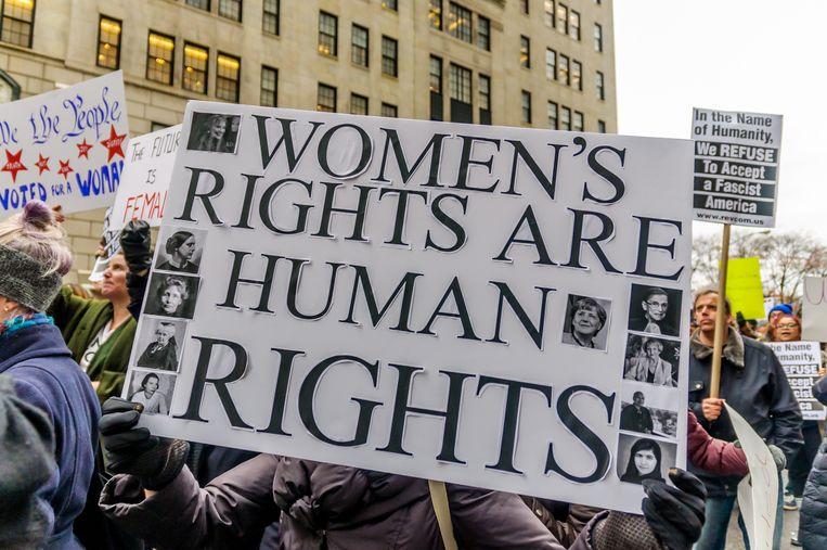 ► Feministisch protest in de straten van New York. 'Feminisme staat weer in de schijnwerpers', zegt Debruyne. 'Dé grote afwezige in de debatten: de man.' Beeld BELGAIMAGE