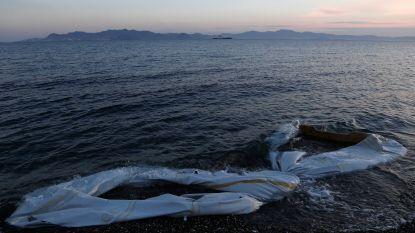 Boot met vluchtelingen kapseist aan Griekse kust, één vrouw verdrinkt