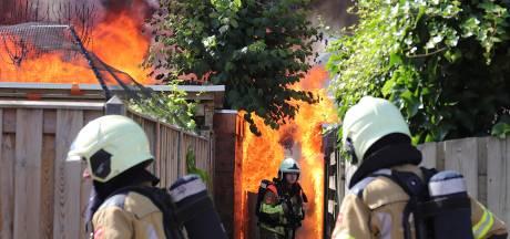 Fikse schuurbrand zorgt voor paniek in woonwijk in Waalwijk