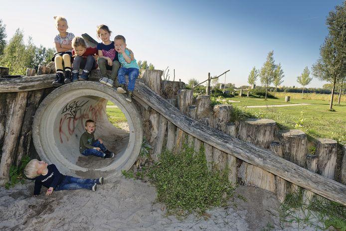 Houten speeltoestellen van de Woeste Weide in Schijndel zijn aan het verrotten. Ze moeten vervangen worden, aldus Meierijstad.