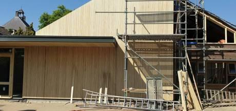 Extra lening voor dorpshuis De Hucht in Alphen, dakreparatie uit eigen beurs