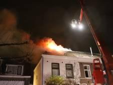 Bewoners veilig buiten bij uitslaande zolderbrand hoekwoning in Tiel