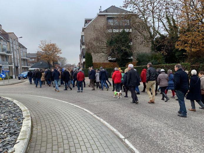 De wandeling lokte een 300-tal mensen.