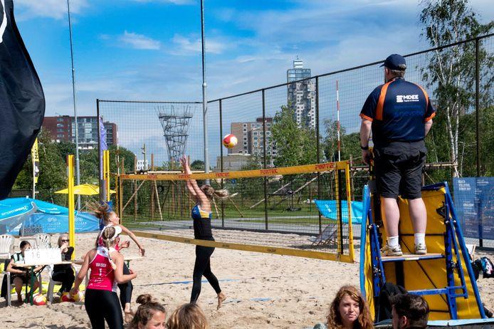 Beach Tilburg Spoorpark Tilburg Beach Tilburg is blij dat Eredivisie Beach Volleybal competitie twee dagen lang in het Spoorpark was te bewonderen