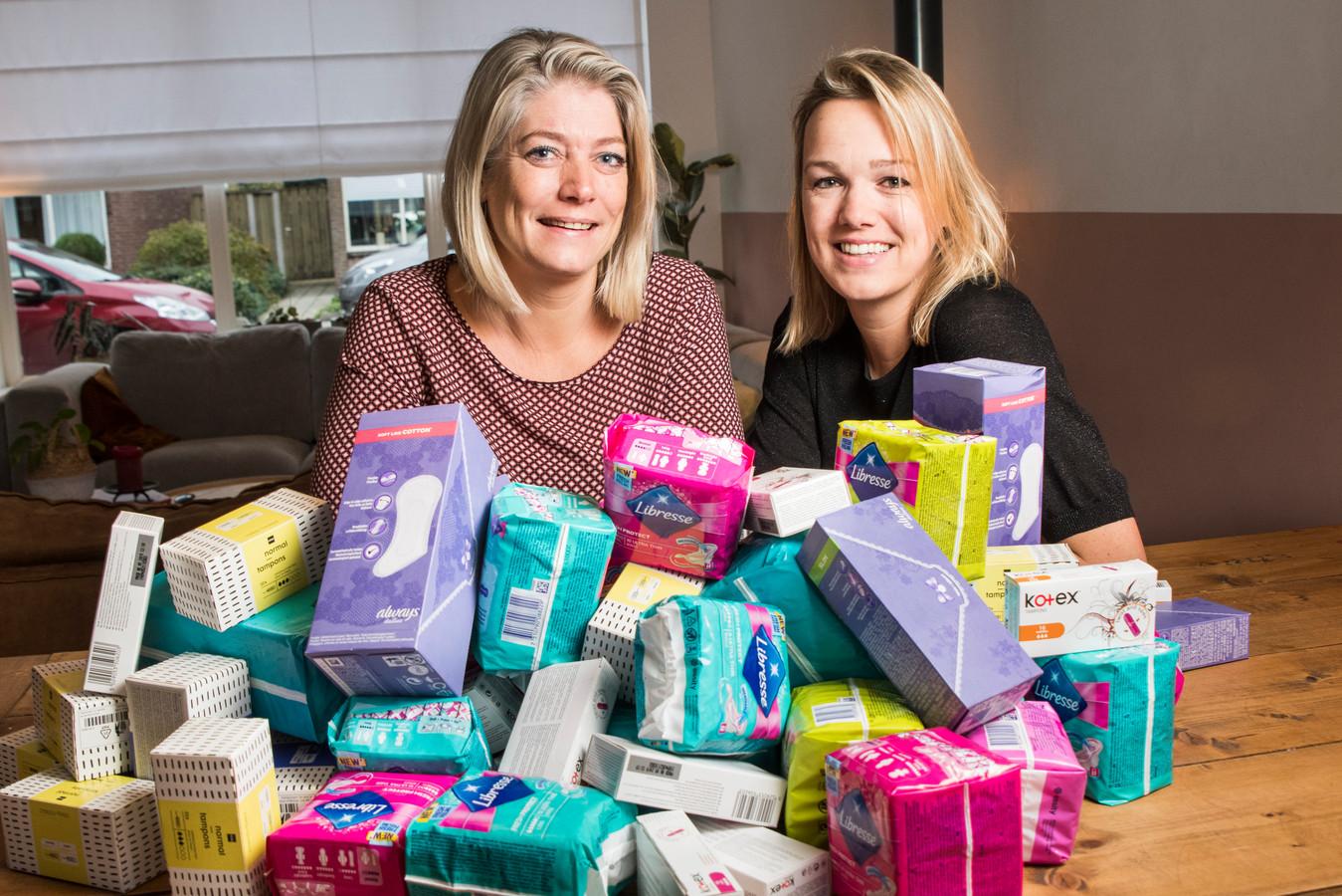 Iris Borger en Ilse Oude Wesselink in actie tegen menstruatie-armoede.
