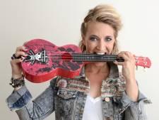 'Terug naar het Domplein': Utrechtse cabaretière zingt de stad uit de lockdown met nieuw coronanummer