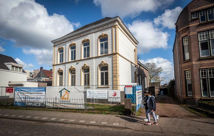 De uit 1887 stammende villa aan de Molenstraat in Helmond wordt omgebouwd tot acht appartementen.