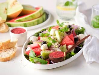 Afkoeling nodig? Deze frisse meloensalade zet je binnen 5 minuten op tafel
