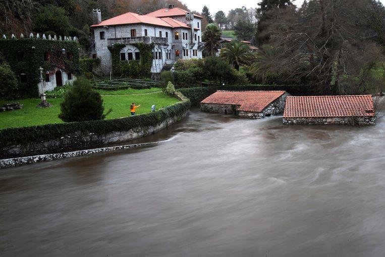 Storm Fabien zorgt voor overstromingen in Spanje. Beeld EPA
