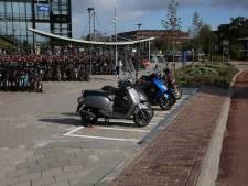 Het kan voortaan: je scooter of bromfiets veilig stallen bij station Woerden