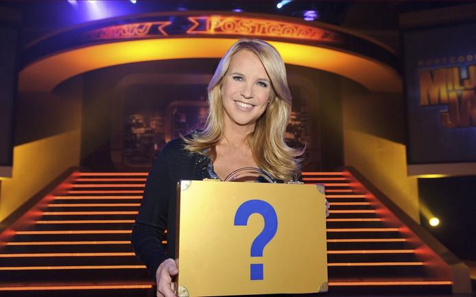 Linda de Mol presenteert Postcode Loterij Miljoenenjacht.