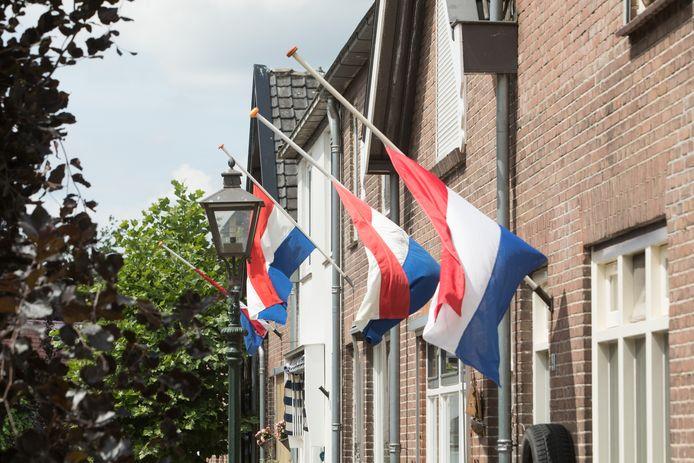 Op 4 mei wordt de vlag halfstok gehangen.