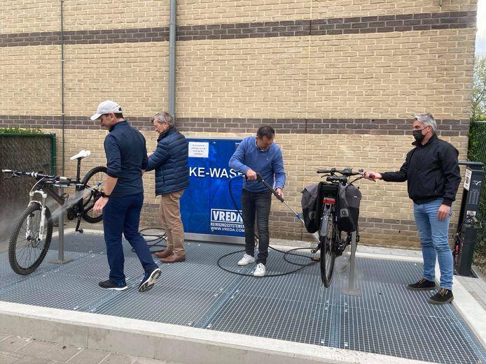 Wie wil, kan gratis gebruikmaken van de bikewash aan De Kimpel.