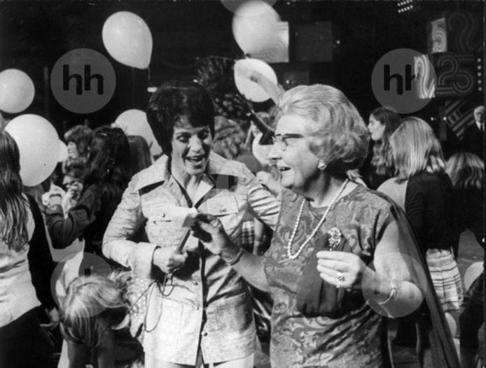 Mies Bouwman met koningin Juliana in 1973