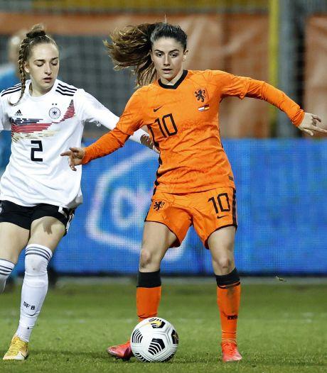 Oranje boekt oefenzege op Duitsland dankzij goals Groenen en Van de Donk