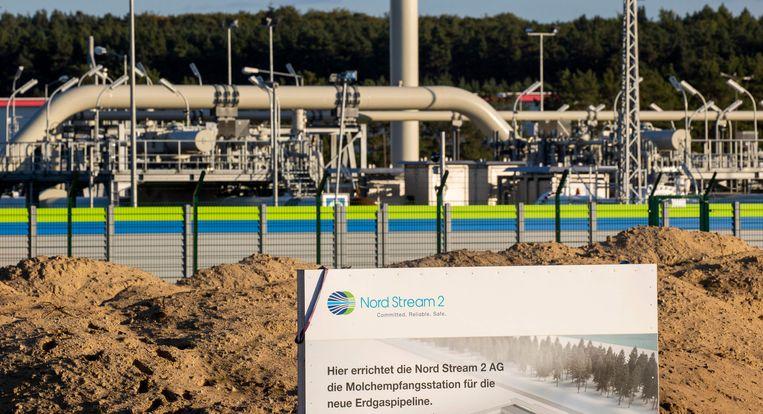 De aanleg van de Nord Stream 2 in Lubmin, Noordoost-Duitsland. Het plaatsen van het laatste deel van de pijpleiding was stil komen te liggen door sancties van de regering-Trump. Beeld AFP