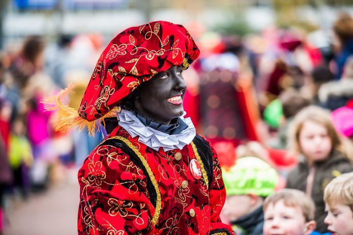 Zwarte Piet tijdens de intocht van Sinterklaas in Arnhem in 2019.