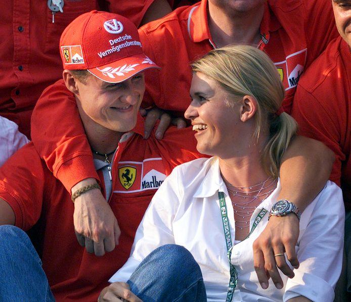 Corinna fier op Michael die net de GP van Hongarije heeft gewonnen.