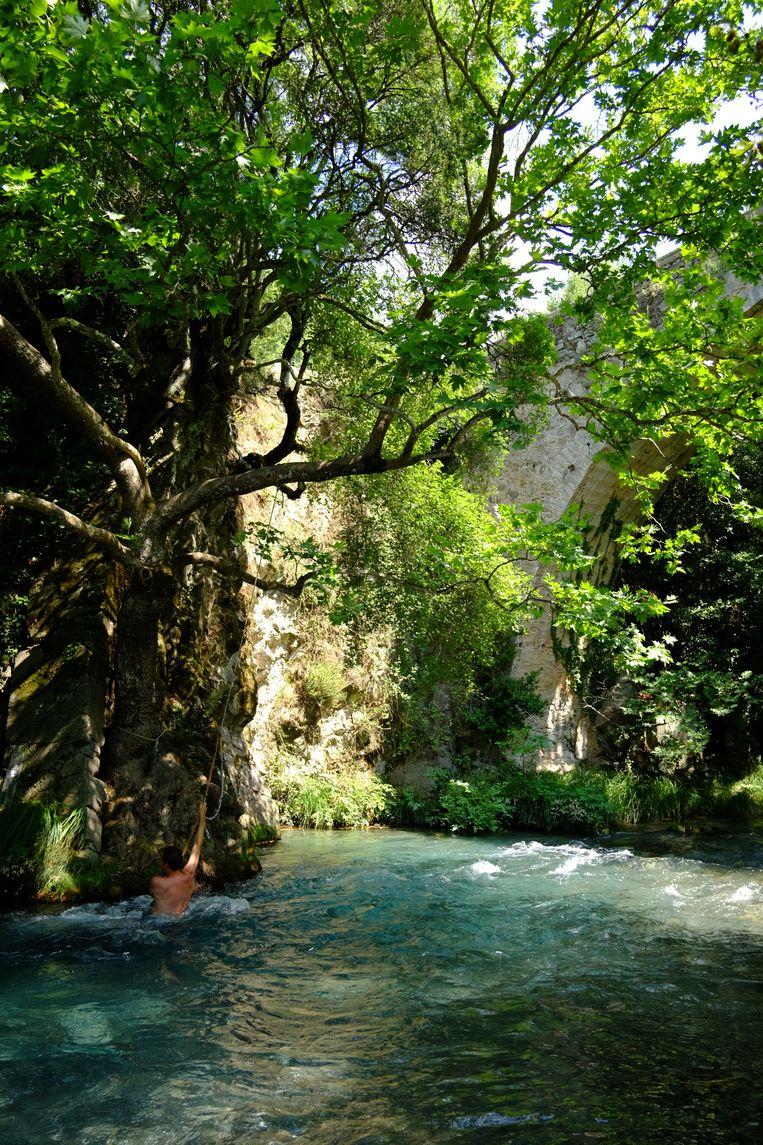 Peloponnesos is omgeven door water.Heerlijk voor wie verkoeling zoekt, in of aan het water. Beeld RV