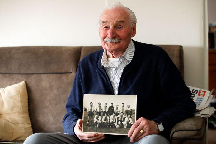 Maarten Mulder (88) is al 76 jaar lid van Overmaas.