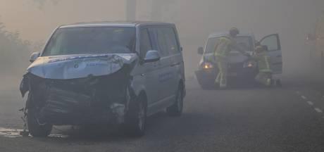 Rook van de Peelbrand zorgt voor slecht zicht: botsing met zes auto's in Liessel