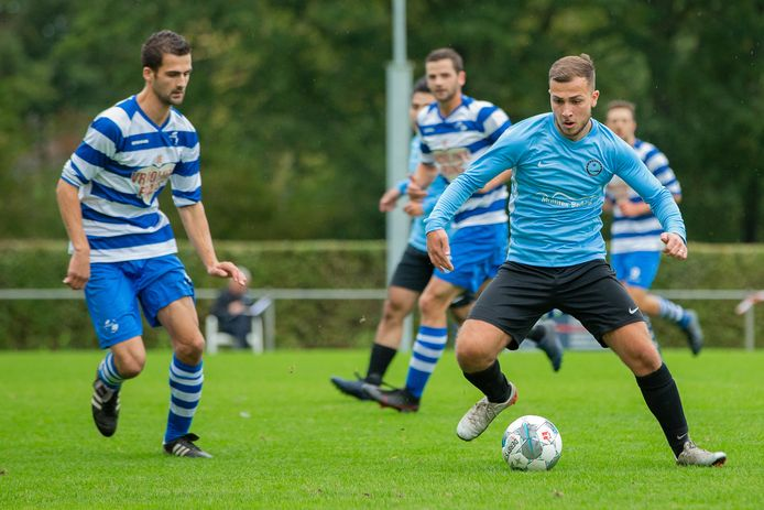 Waalstad, hier in actie op sportpark zuid, verloor op de eerste speeldag bij Eerbeekse Boys.
