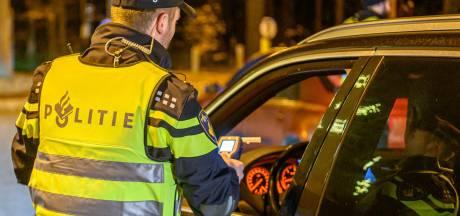 Man (35) aangehouden voor rijden onder invloed in Roosendaal, politie vindt hasj in auto