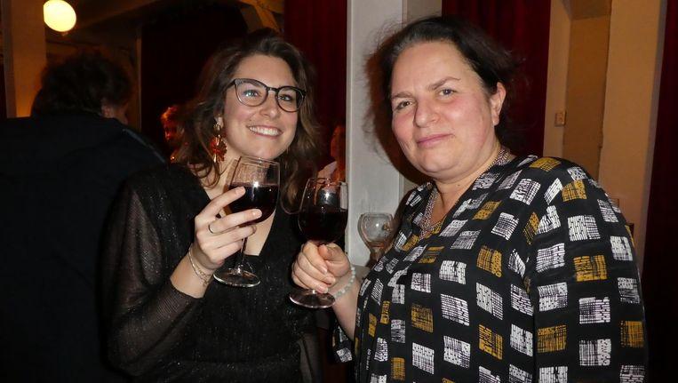 Esther Crabbendam (Bits of Freedom) en Marleen Stikker, directeur Waag Society en fijne Zomergast. 'Toasten op de privacy!' Beeld Hans van der Beek