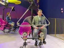'Dolenthousiaste' Bart De Wever test nieuw attractiepark in Antwerpen-Centraal