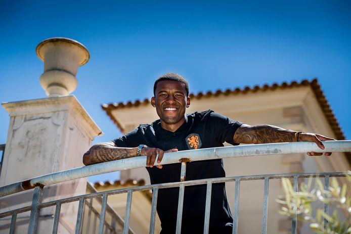 Georginio Wijnaldum arriveerde vanochtend in Lagos, waar Oranje deze week traint in aanloop naar het EK.